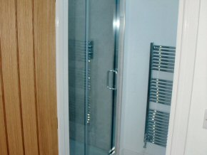 Shower rooms and bathrooms
